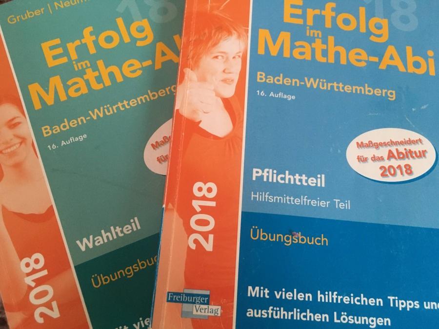Meine zwei Mathe-Bücher fürs externe Abitur.